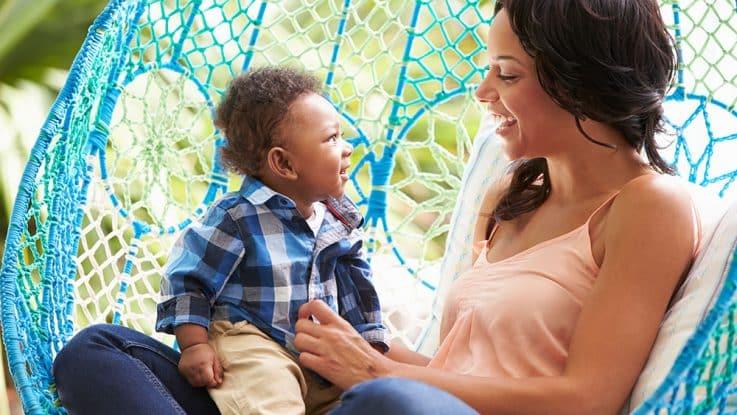 Ab welchem Alter kann mein Baby in eine Nestschaukel?